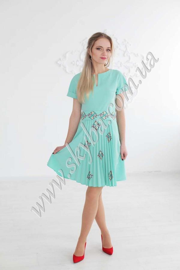 Женское платье СК6254 с вышитым поясом и плиссе