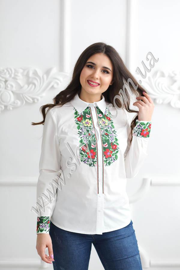 Жіноча блузка з квітучим весняним орнаментом приталеного силуету 476394afffca3